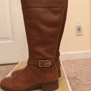 8.5 Michael Kors Luggage Boots